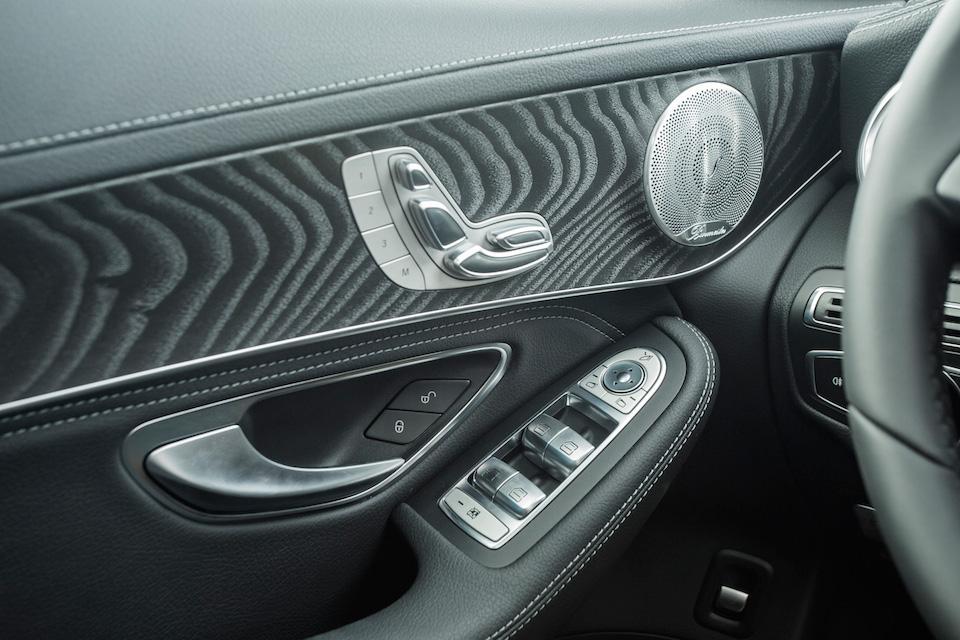 3669256_Mercedes-Benz-GLC-ra-mat32